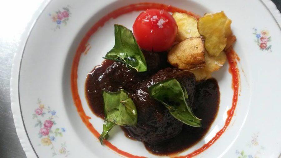 As faceiras estofadas son un dos pratos emblema do restaurante O Balado