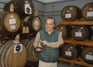 Juan Marqués cunha das 5.000 botellas de DStills que puxeron á venda
