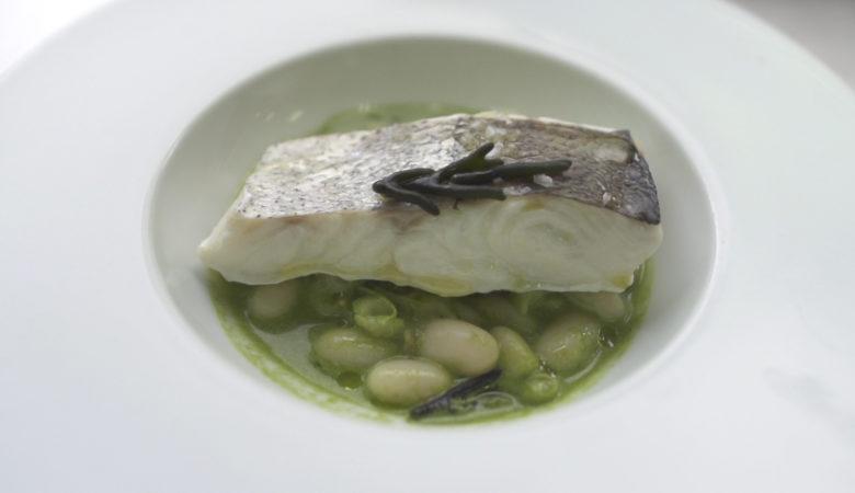 Pescada con fabas, salsa de alga codium e carneiro de mar. / Fotos: J. Álvarez