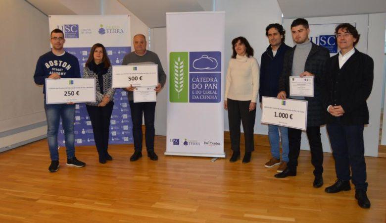 De esquerda a dereita, Rafael Abad, Ángeles Romero, Javier Cancela, Montserrat Valcárcel, Fernando Almeida, Roberto López e Santiago Pereira na entrega dos premios
