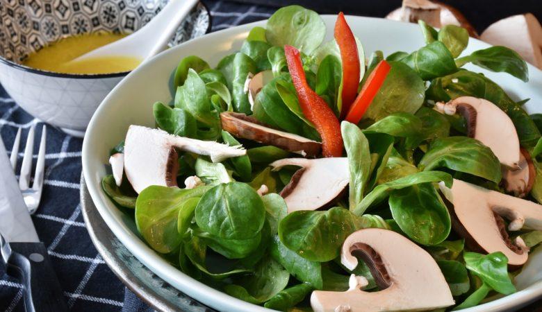 As verduras verdes de sabor amargo son as que se deben tomar para limpar o noso organismo dos excesos