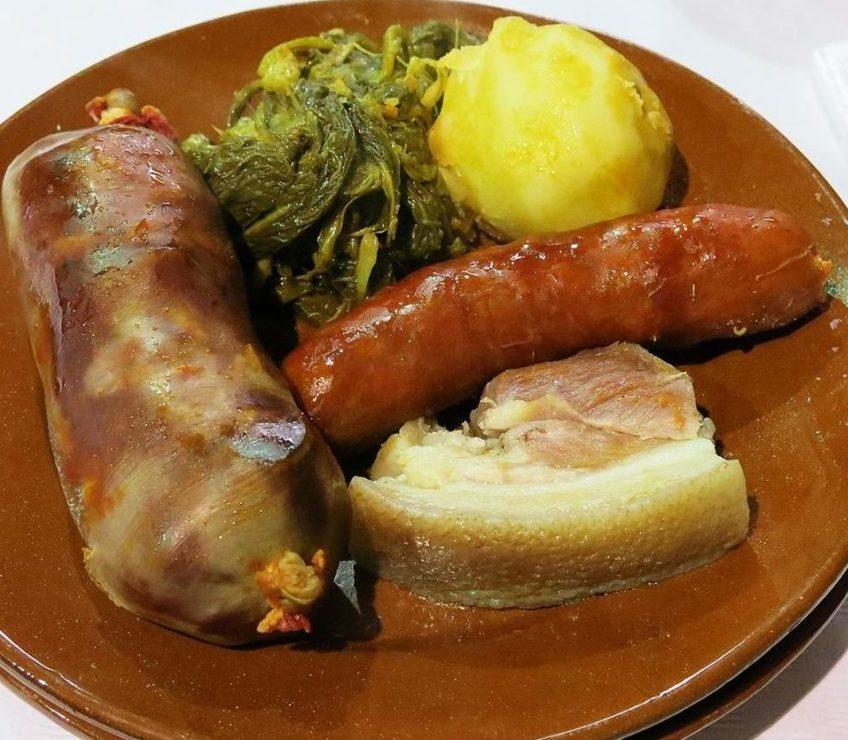 A androlla adoita a ter unha presentación no prato cocida