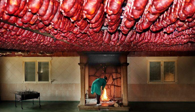 O secadoiro de androllas coa lareira de leña de carballo da familia García Marcos en Viana do Bolo