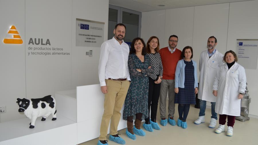 Visita da presidenta e directivos do Grupo Leche Río á sede da Aula de Produtos Lácteos e Tecnoloxías Alimentarias da USC