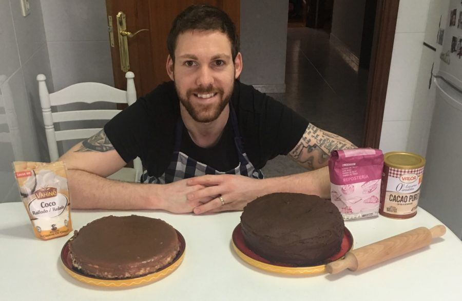 O xogador holandés Kevin Van Wijk prepara as súas tortas na casa