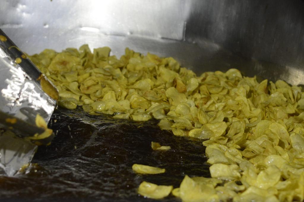 As tixolas nas que se friten as patacas levan 800 litros de aceite