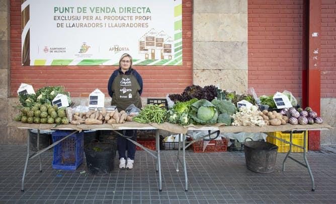 Punto de venta directa de productos agrículas.