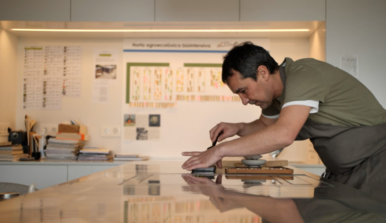 Javier Olleros (Culler de Pau) protagoniza o audiovisual divulgativo 'Produtos Viaxeiros'